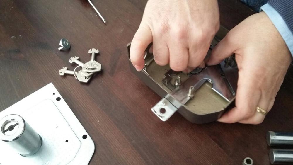 cerrajeros valencia 24 horas, urgentes, rápidos y baratos - Reparamos cerraduras y bombillos de todo tipo