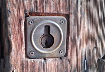 cerrajeros valencia - cerradura vieja y estropeada