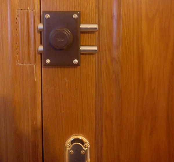 Cerrajeros valencia baratos 24horas cerrojo puerta interior for Precio instalacion puertas interior